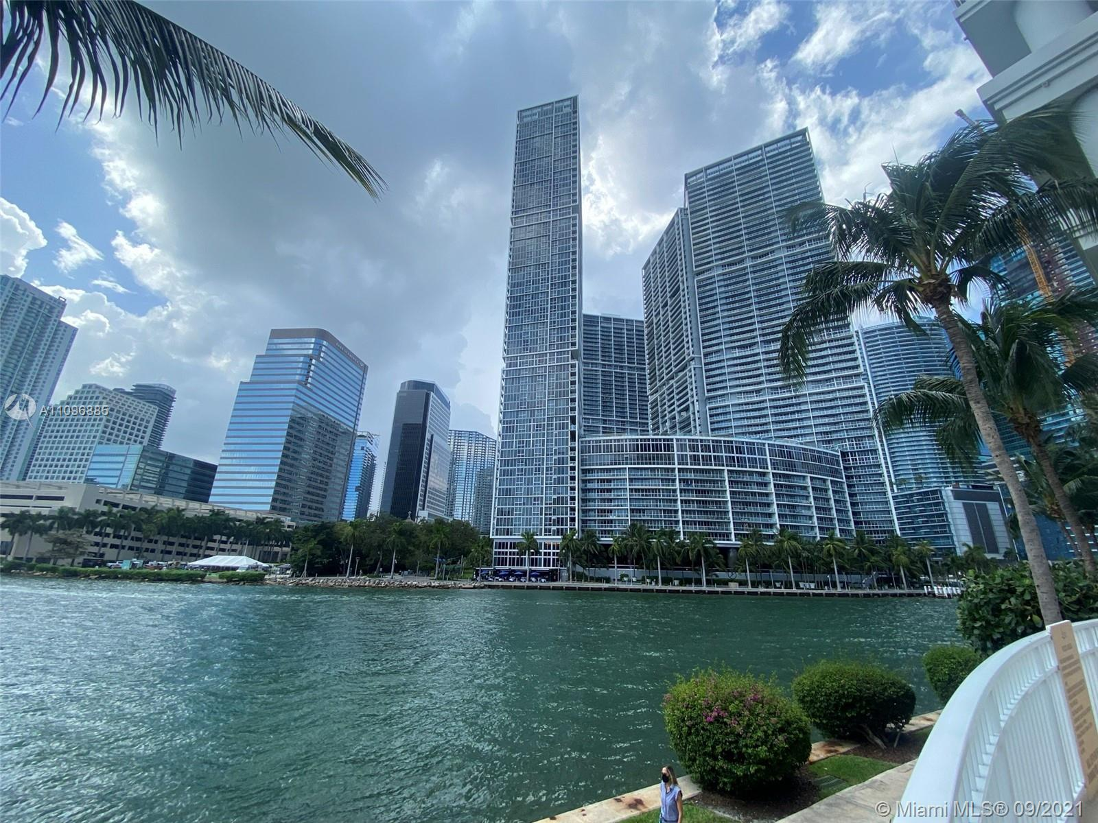 BREATHTAKING AND SPACIOUS 3 BED & 3 BATHS UNIT LOCATED COURTS AT BRICKELL KEY. AMENITIES INCLUDE THE