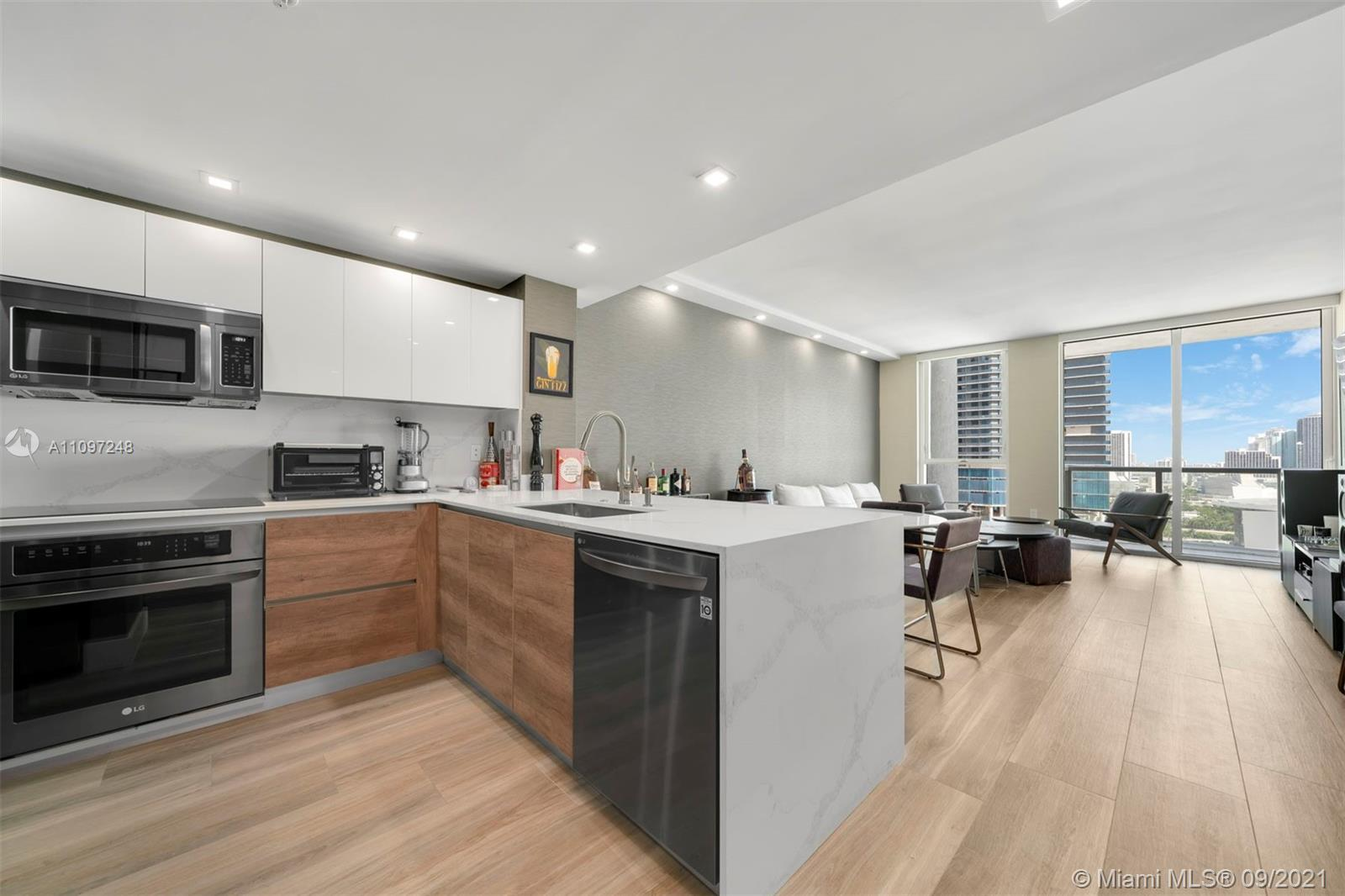 Turn-key apartment located in the heart of Downtown Miami. Fully renovated in 2021 with all new kitc