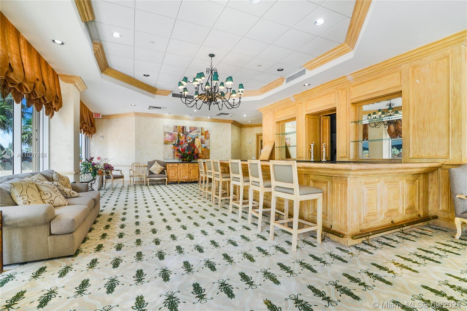 Ultra spacious, one bedroom unit in luxurious Champlain East! Newly built in 1994! Beautiful lobby,