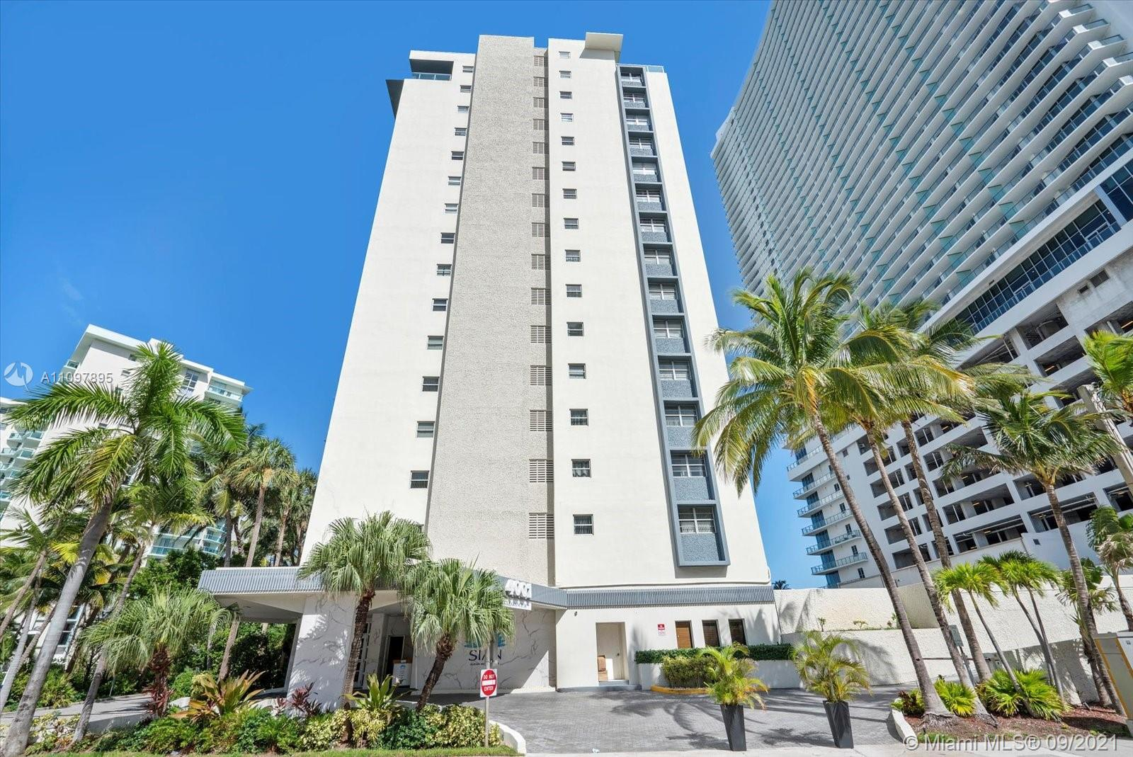 This beautiful condo located on the ocean side, 2 / 2 upgraded beautiful decorated. Condos is locate