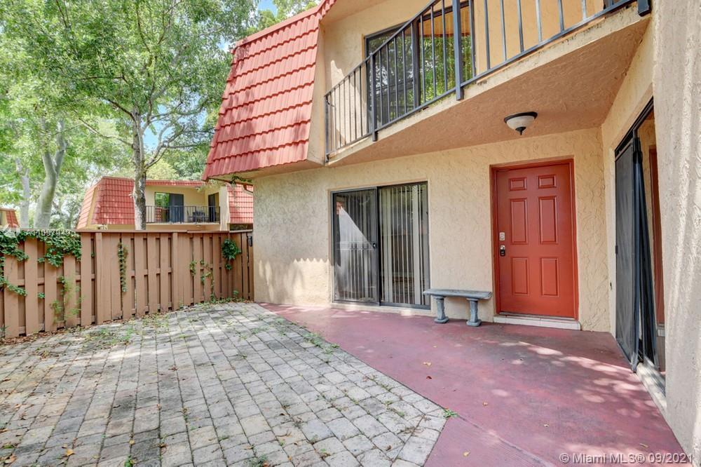 Lovely 2 bedroom, 2.5 bathroom single-family home in Boca Raton! This perfect starter home or invest