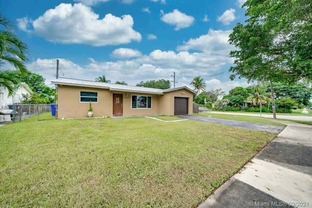 Lovely 3 bedroom, 2 bathroom single family home in Hollywood! This perfect starter home or investmen