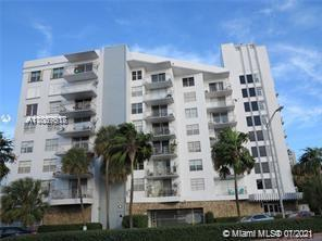 Excellent corner unit, bright & spacious in a very good area, 1 Bed, 1/1.5 Bath with 980 SQ FT, tile