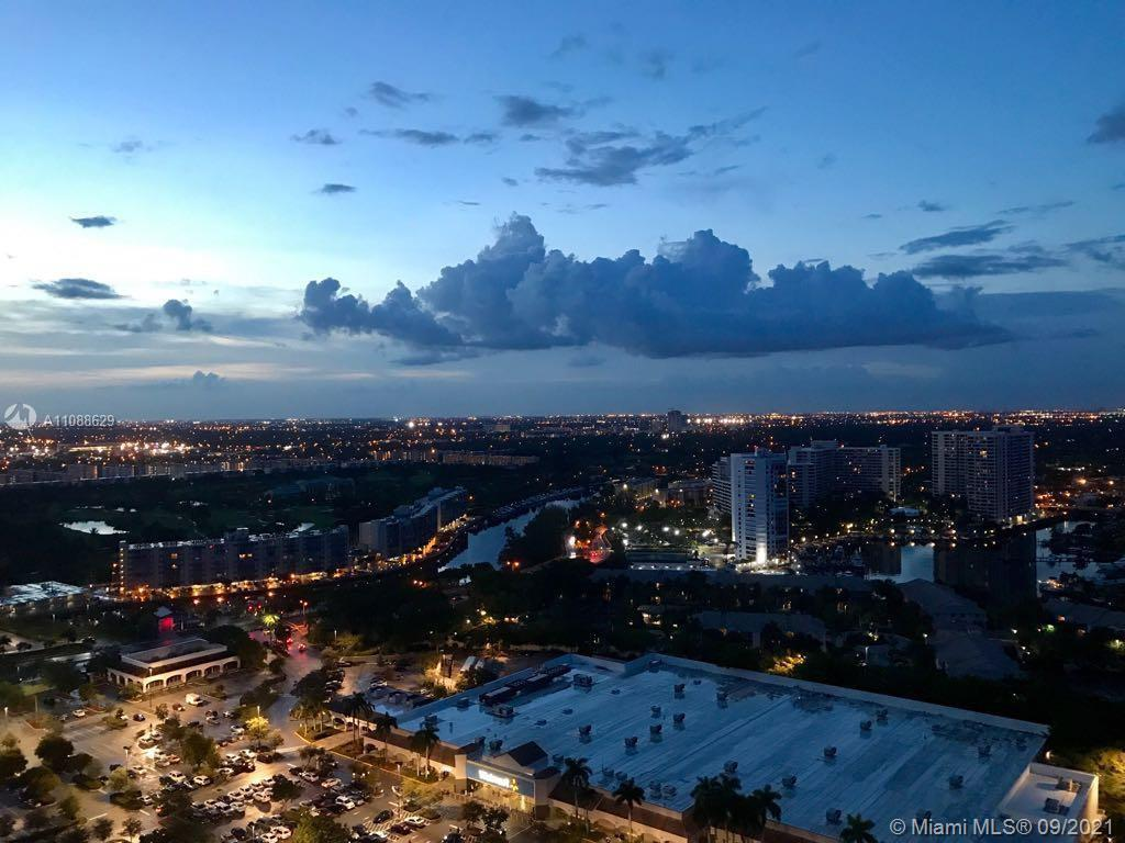 Beautifully 2/2 condo, panoramic views overlooking the Inter coastal, provides large balconies, Porc