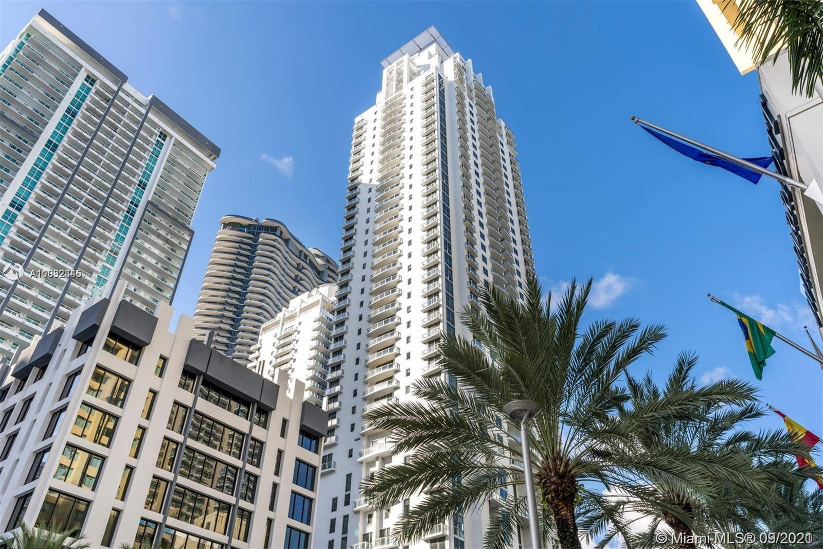 Beautiful 1 Bed/1 Bath Corner Unit on a high floor facing West with amazing skyline views of Miami a