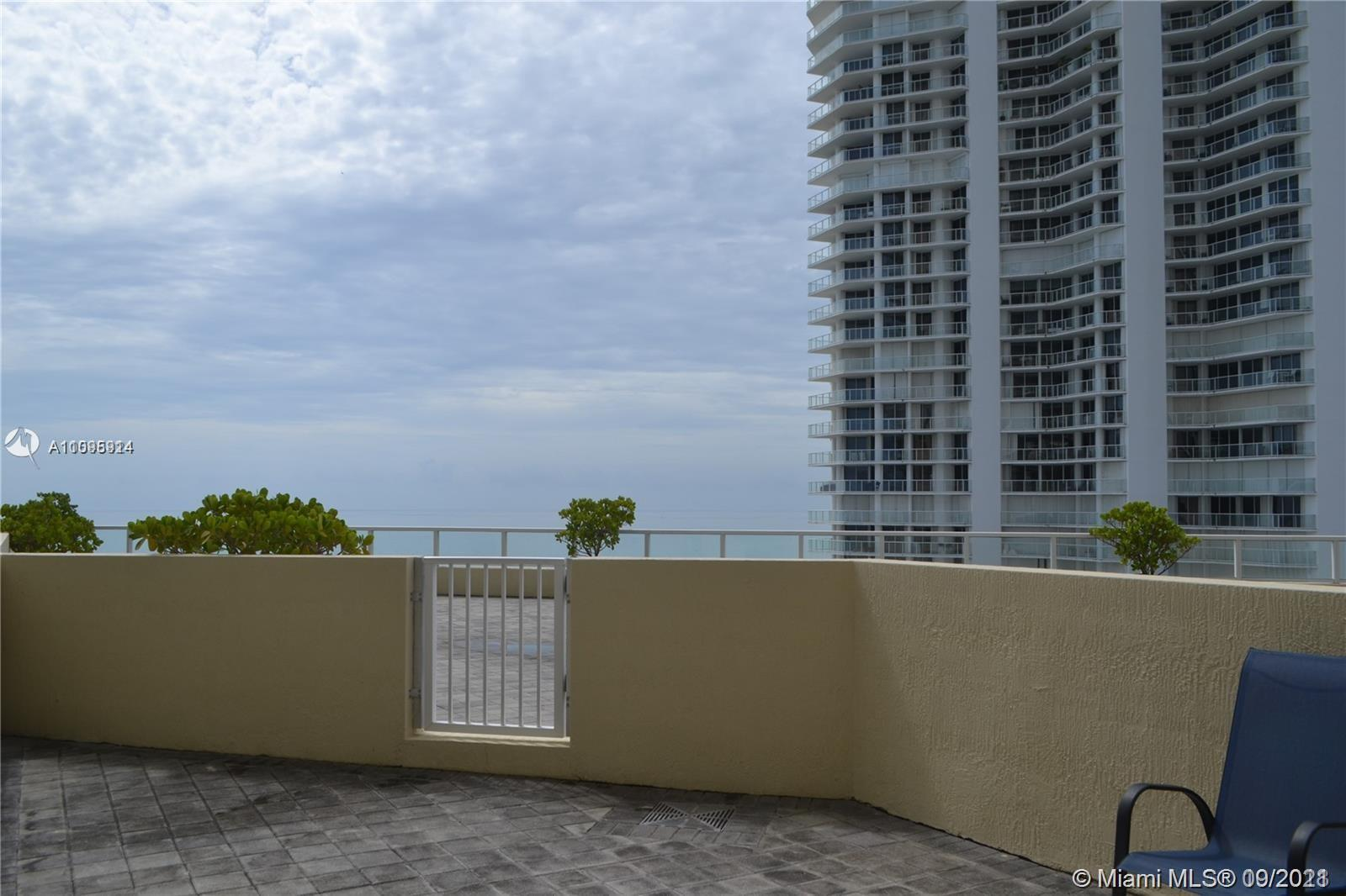 CABANA 01-IMMACULATE-SUNNY SOUTH-EAST EXPOSURE-ENJOY SUNRISES AND SUNSETS FROM YOUR GATED PATIO-(OCE