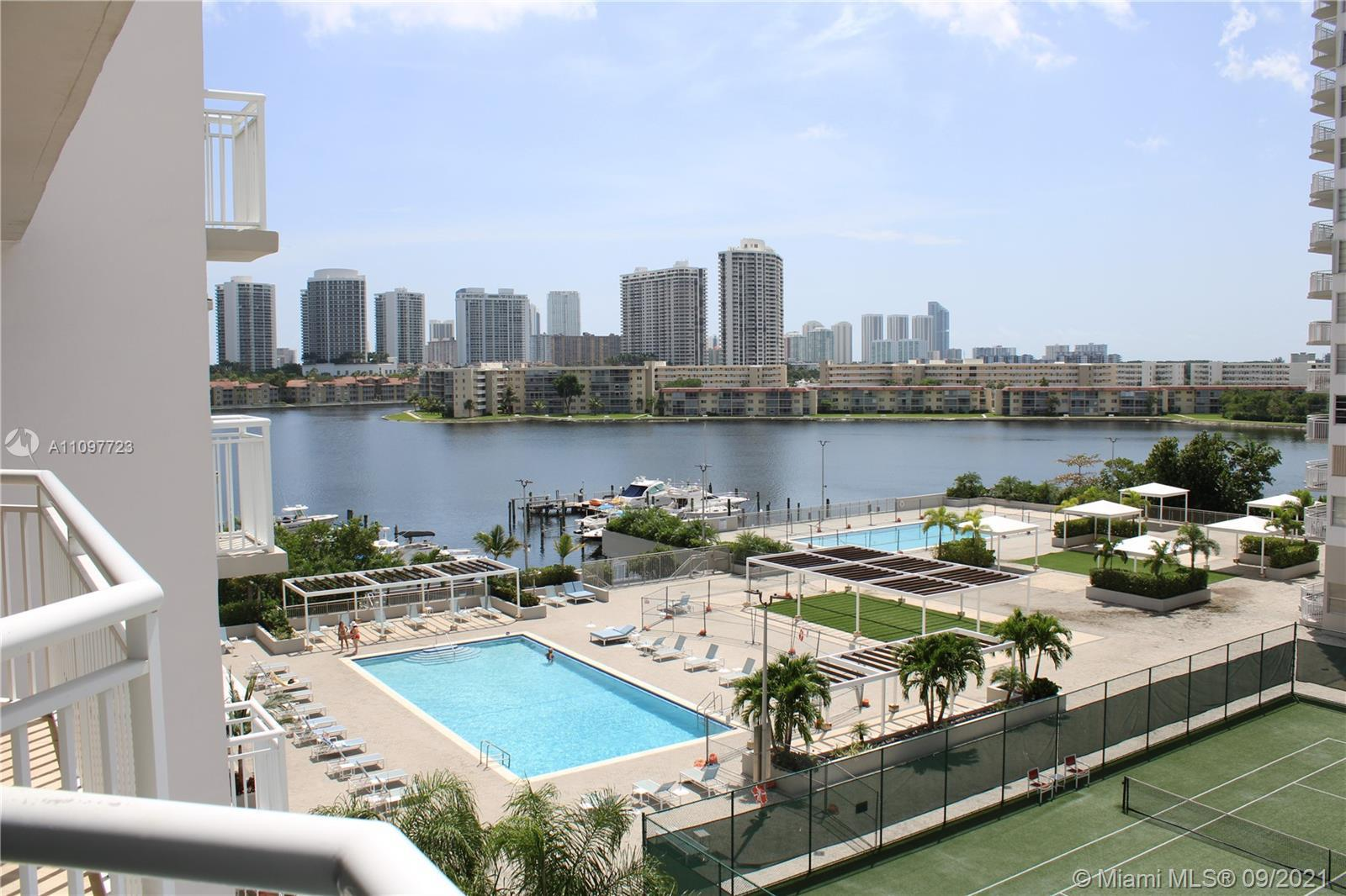 Breathtaking views from this 2BD/2BA waterfront condo in the heart of Aventura! This unit features l