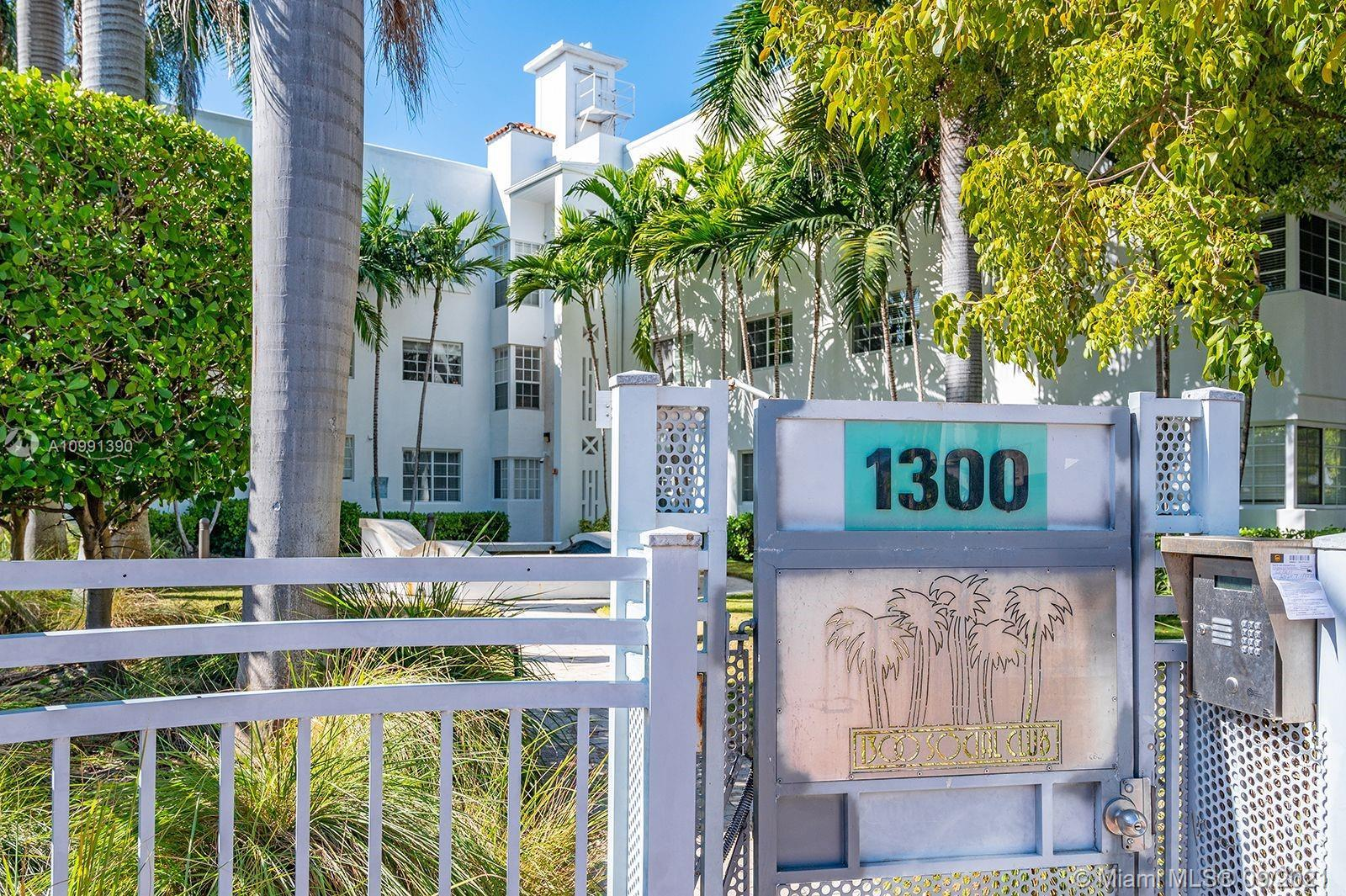 Great Condo Conversion in the heart of Sobe. Steps from the beach, Lincoln Rd and the Flamingo park.