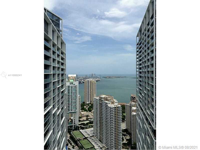 Amazing unit with One bedroom/ One Bathroom on the 49th floor with an incredible view. Porcelain Til
