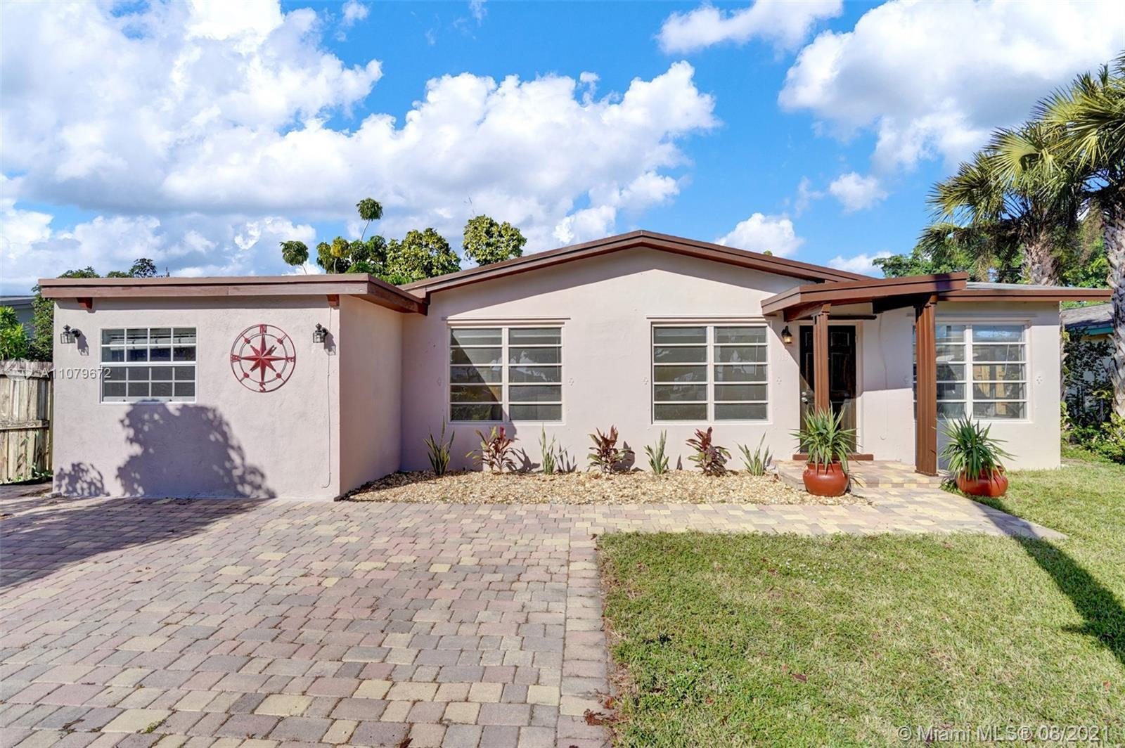 Charming 3 bedroom/ 2 bath+bonus room home East of 95 in Fort Lauderdale! Shingle Roof is from 2011