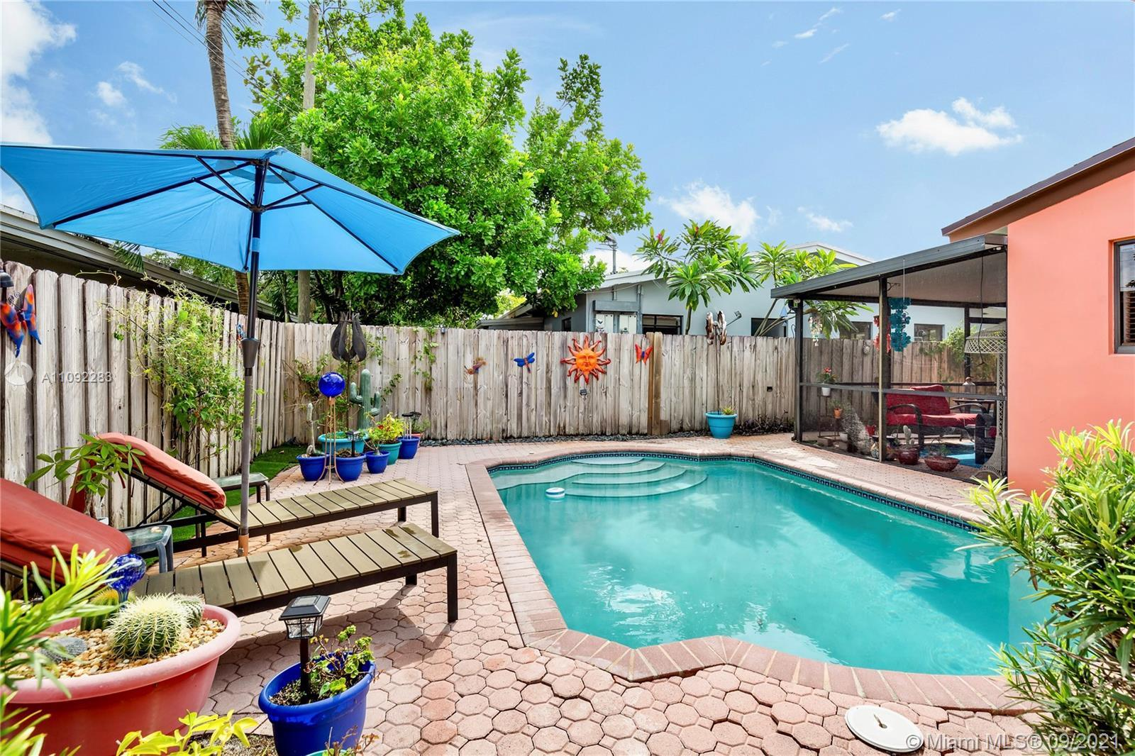 Beautiful 2-Story Duplex in Wilton Manors provides a number of opportunities for end users or invest