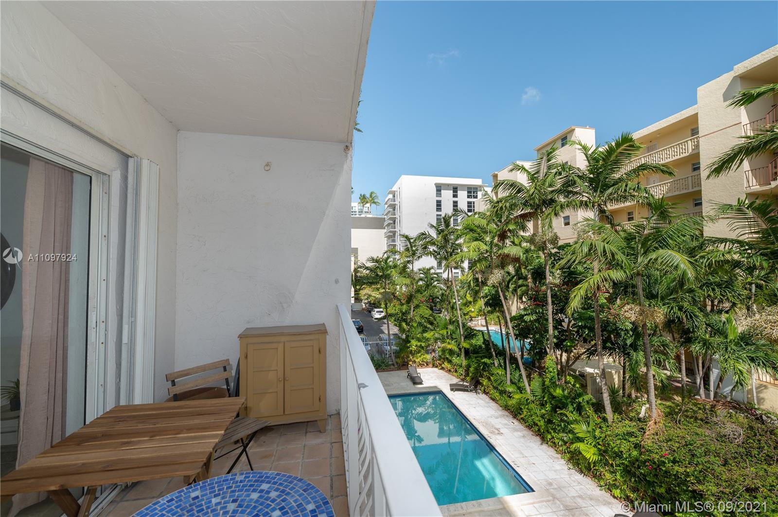 Beautifully maintained 2/1 apartment in the heart of Miami Edgewater with nice open kitchen.  Locat