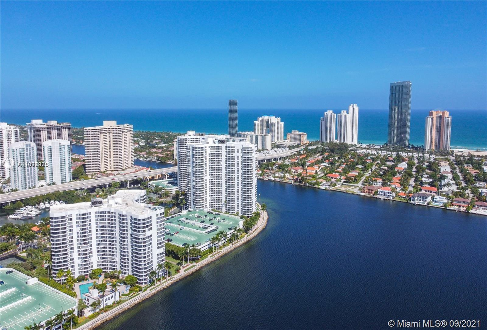 Very spacious and bright penthouse condo located in the heart of the exclusive town of Aventura. Pri