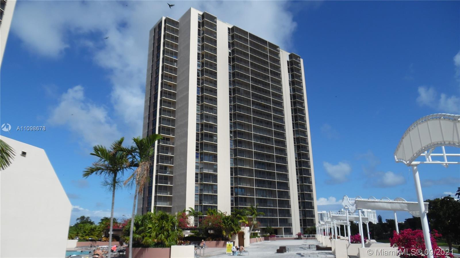 WOW. GREAT 2/2 IN VERY DESIRABLE CORONADO BUILDING, IN THE HEART OF THE TURNBERRY GOLF COURSE. THIS