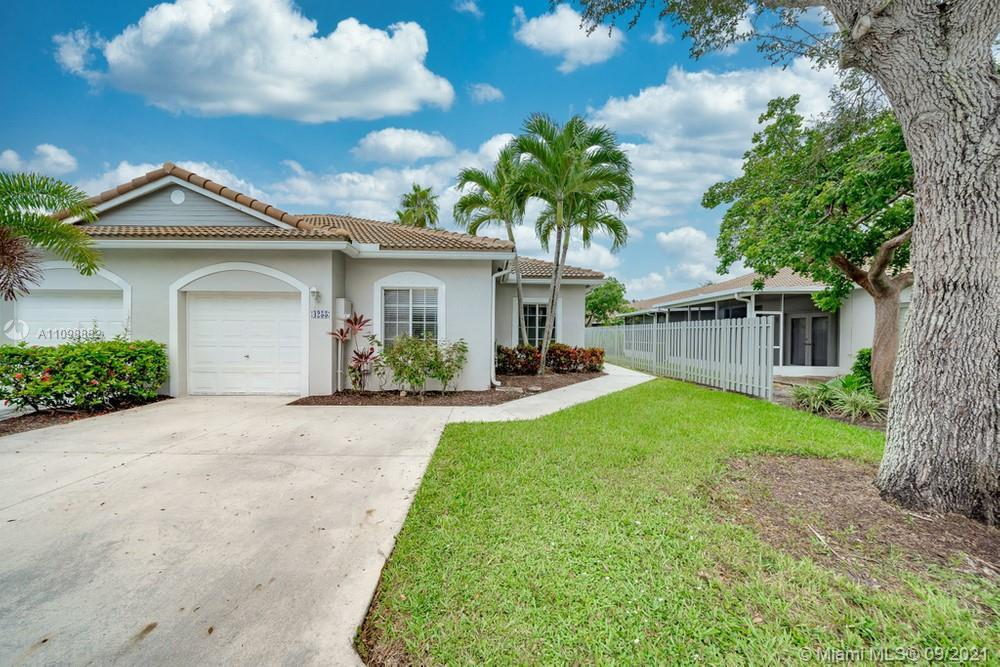 Lovely 3 bedroom, 2 bathroom Villa in Deerfield Beach! This perfect starter home or investment oppor