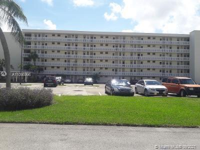 LOCATION LOCATION AVENTURA OVER 55+ BUILDING. VERY CUTE 1 BEDROOM 1 BATHROOM CONDO IN A VERY WELL KE