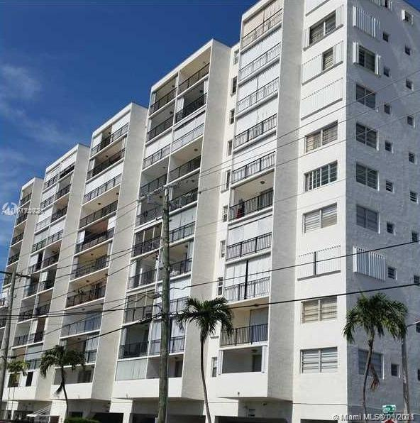 ******* ***********GREAT HANDYMAN SPECIAL AVAILABLE NOW *********** Large 1 bedroom unit, overlooki