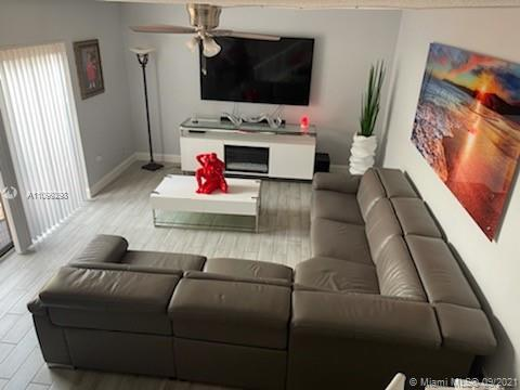 BEAUTIFUL TOWNHOUSE FULLY REMODELED AND IN A PRIME LOCATION GOOD FOR FIRST TIME BUYERS ALSO FOR INVE