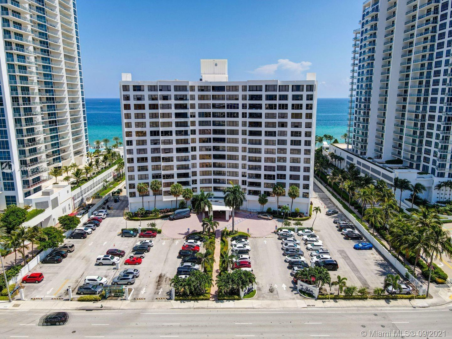 Beautiful  condo 1 Bed. 1 1/2 bath. Amazing intercostal view, flexible to use as an investment prope