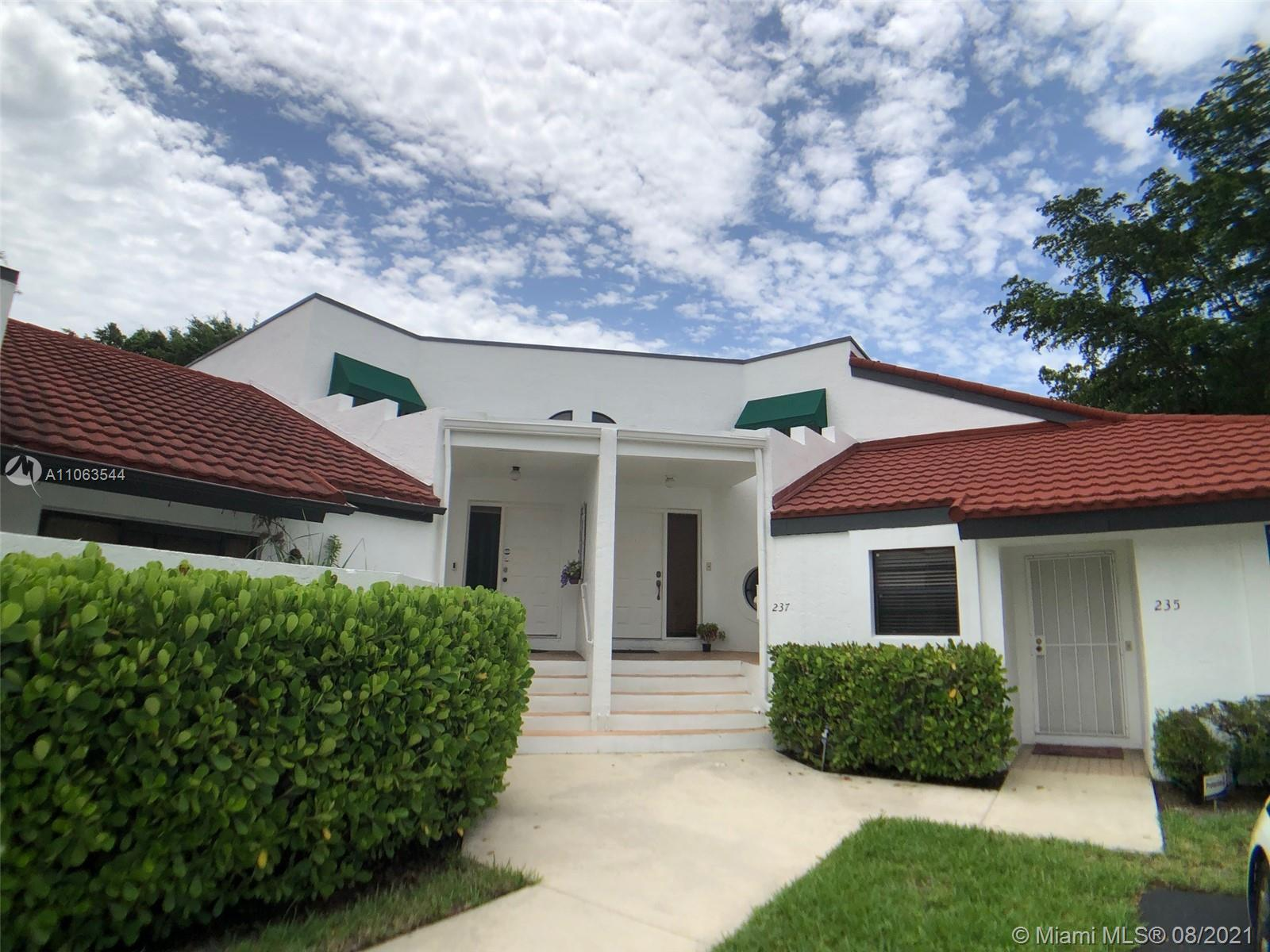 Charming 2/2, Two-story townhouse located in very desired Deer Pointe community, just one block from