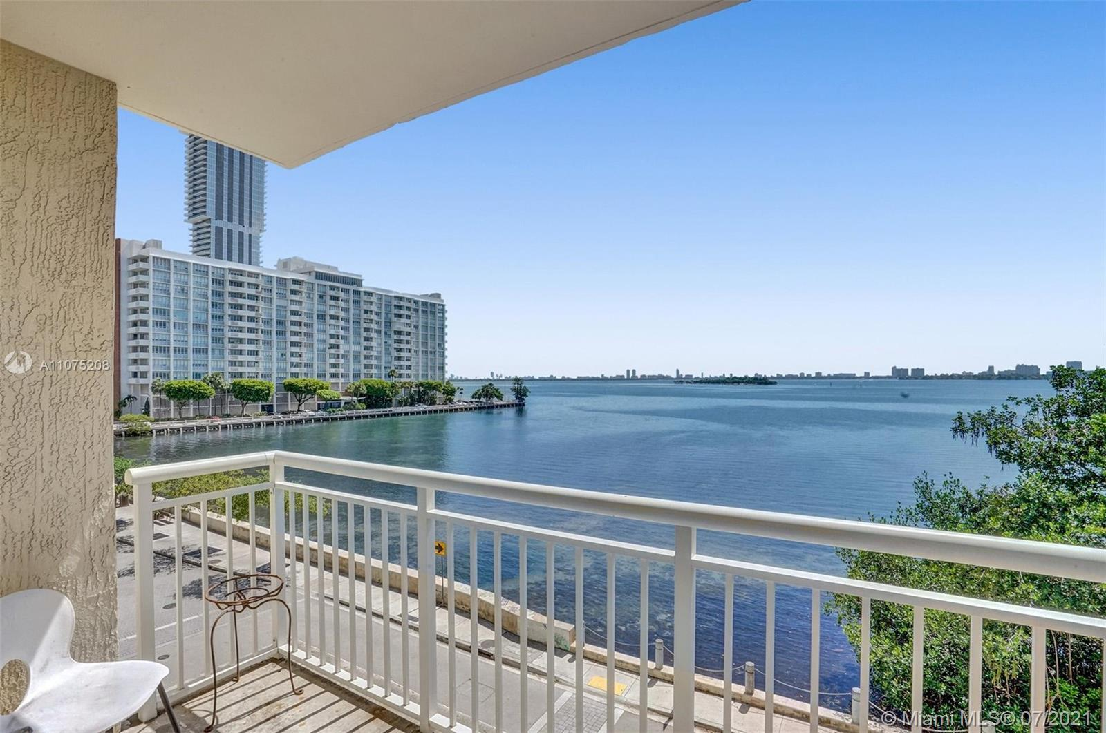 Gorgeous 3 bedroom 2 bathroom unit with 2 balconies and 2 parking spaces! Enjoy breathtaking views o