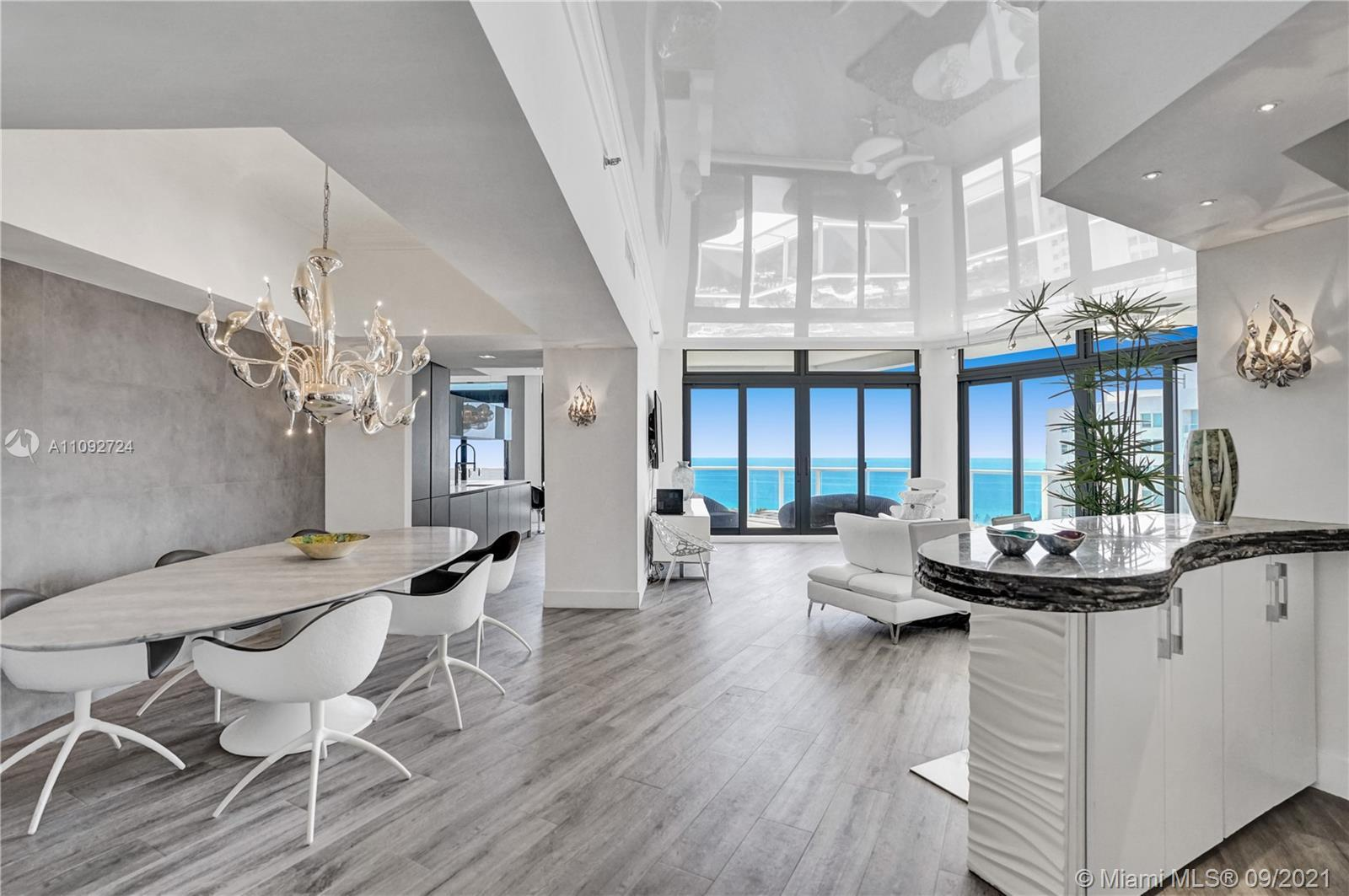 LUXURY TOWERSUITE. PERFECTION IN A MODERN CONTEMPORARY HIGH END RESIDENCE. PANORAMIC DIRECT OCEAN VI