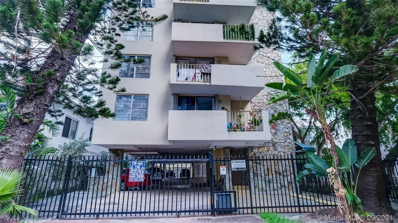 Spacious 1/1 located on a beautiful tree-lined Jefferson Ave. The unit has an open Balcony, a sunny