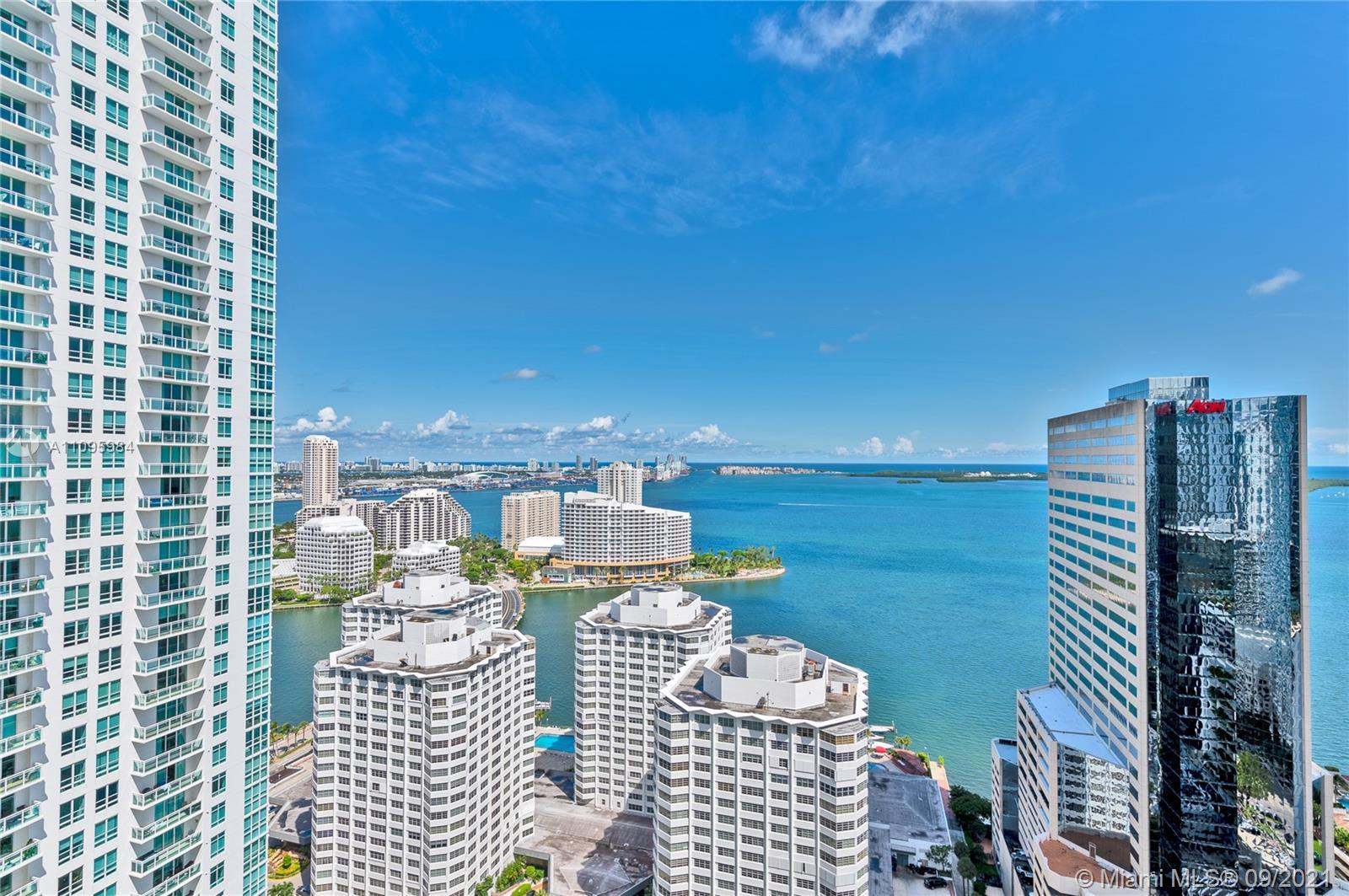 AMAZING UNIT WITH THE BEST VIEWS IN THE BUILDING. 1BD/1BA, PORCELAIN FLOORS, GRANITE COUNTERTOPS, WO