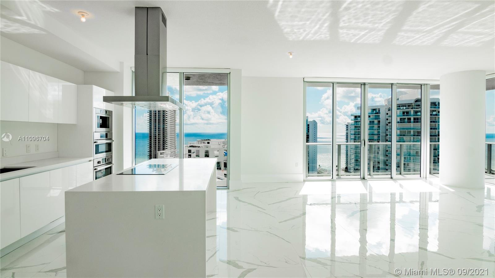 Spectacular corner unit at the prestigious and brand new Parque Towers in Sunny Isles. Unit 2502 is