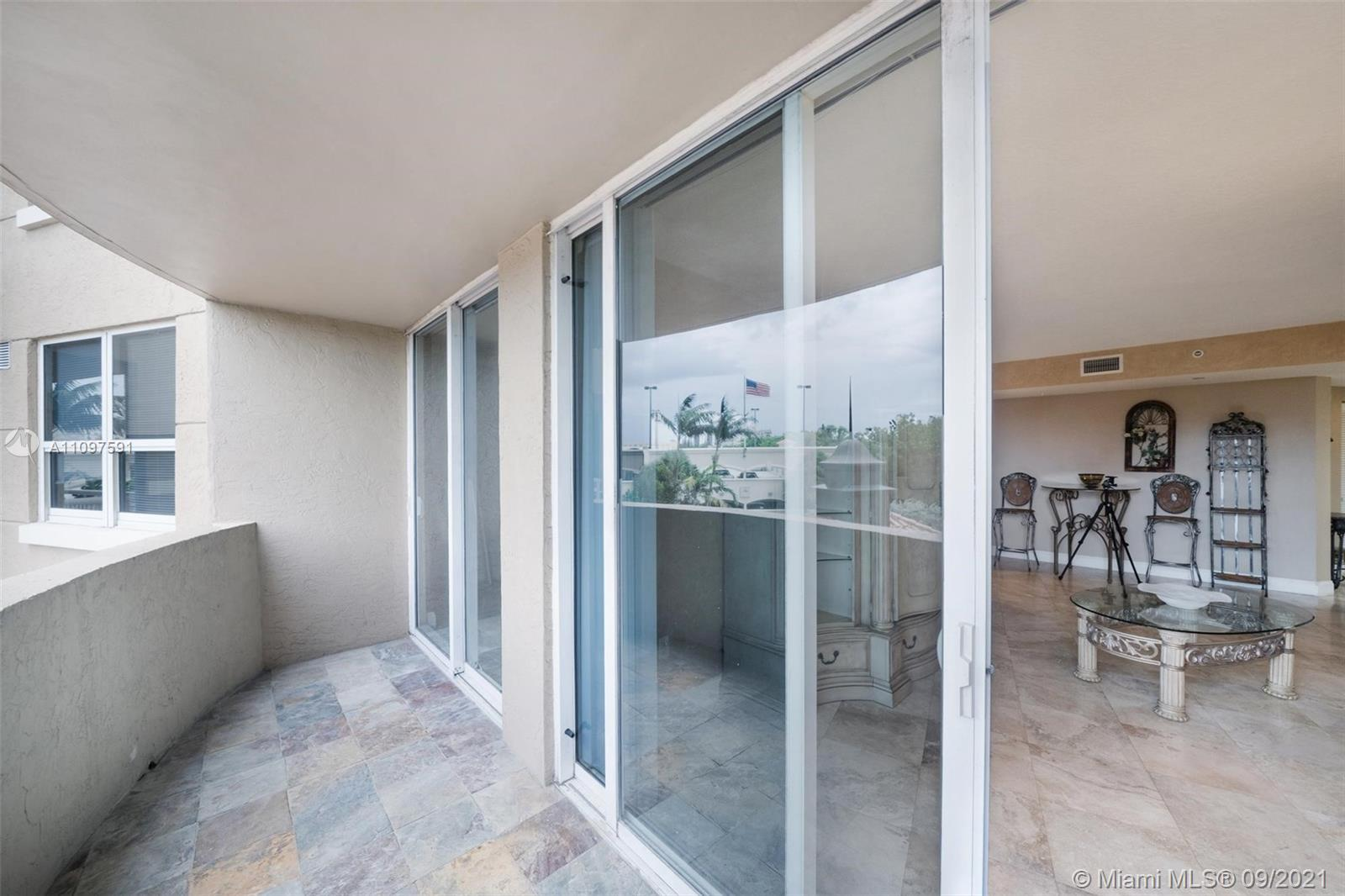 1 bed/1 bath 860 sqft FURNISHED in the heart of Aventura, NW sunset views in tropical foliage, in un