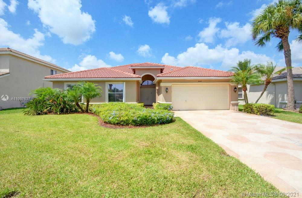 Lovely 4 bedroom, 2.5 bathroom single-family home in Lake Worth! This perfect starter home or invest