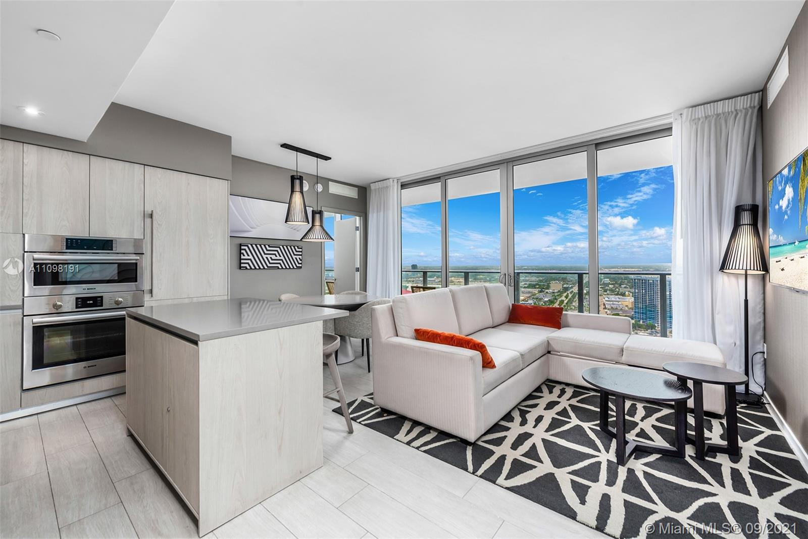 MODERN BRAND-NEW APARTMENT FACING THE CANAL. HYDE BEACH HOUSE OFFERS 5 STARS RESIDENCES AND RESORT-S
