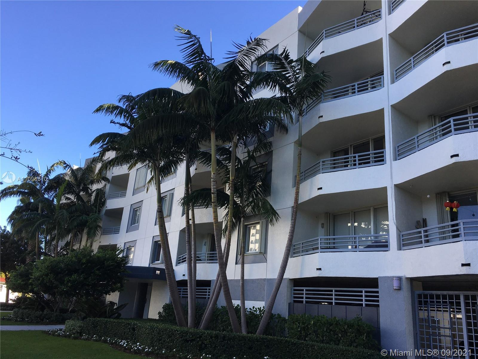 Beautiful 2bed/2bth corner unit with a serene view.  This boutique condominium offers monthly rental