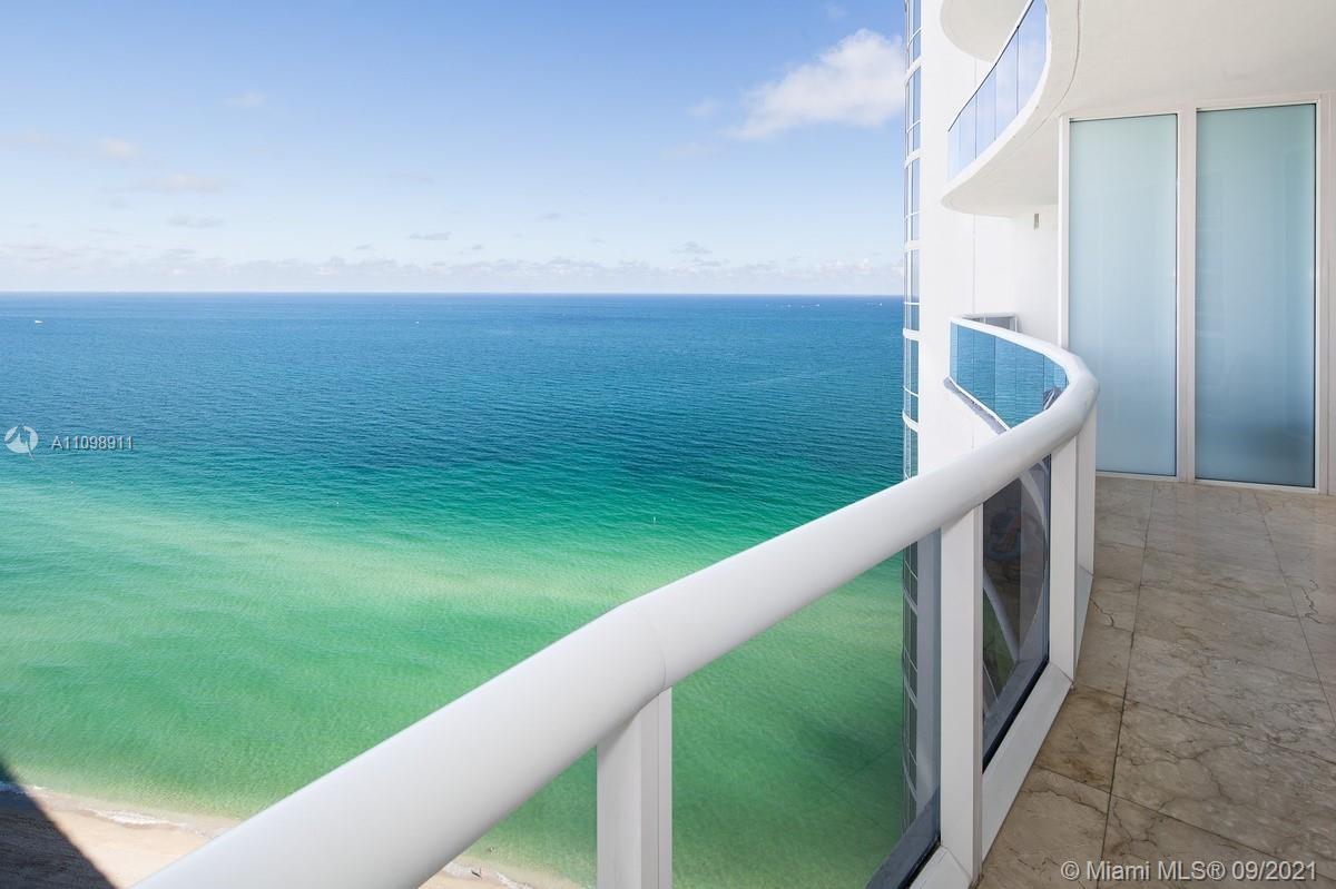 Trump Tower III / Sunny Isles Beach / 2 Beds + Den (Den has closet and a full bath) / 3 Baths / 1,93
