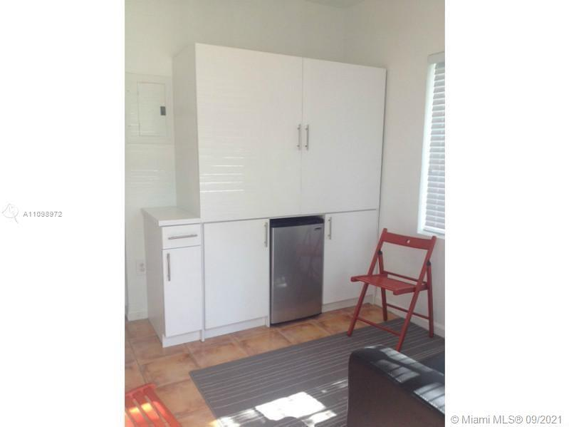 Top location, ready to move in studio centrally located in South Beach, just steps away from Flaming