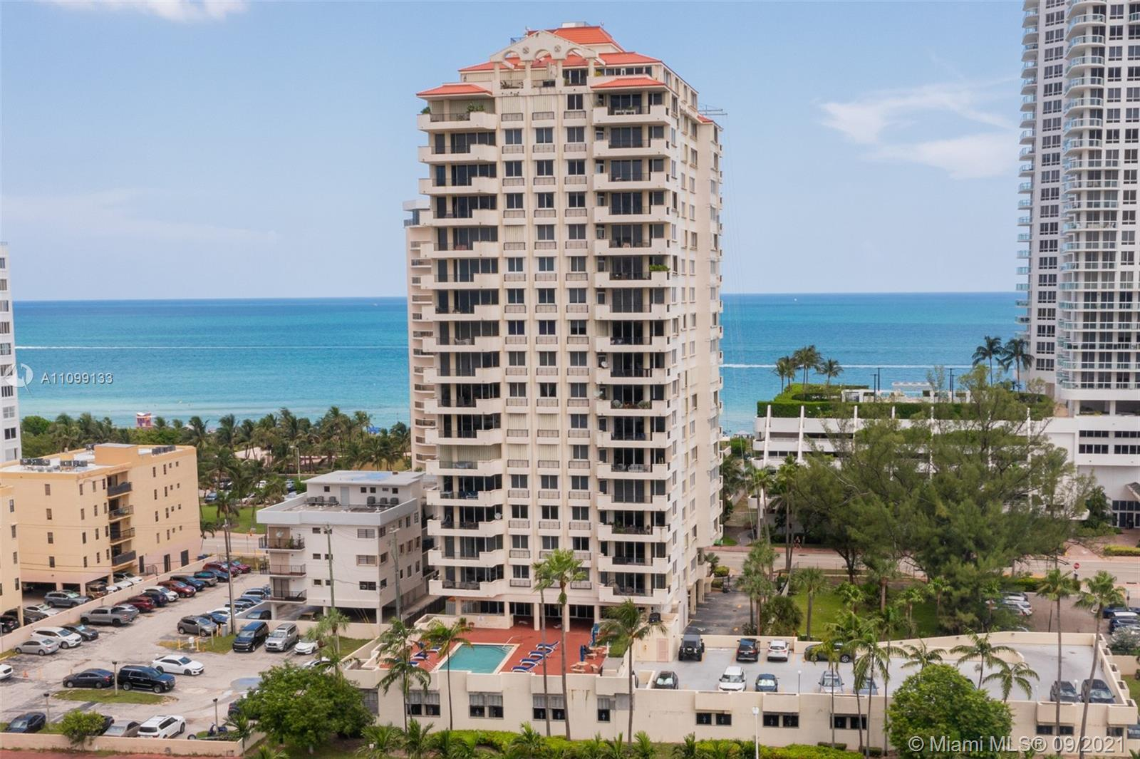 Very nicely kept 2/2 corner unit with large balcony with partial ocean view. All furniture, light fi