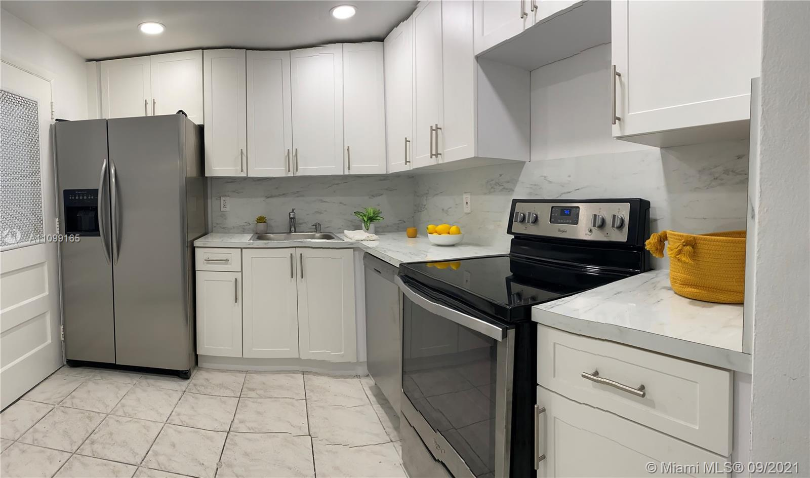 BRAND NEW KITCHEN, Corner apartment with Balcony, Assigned parking spot, ok to rent! Walking distanc