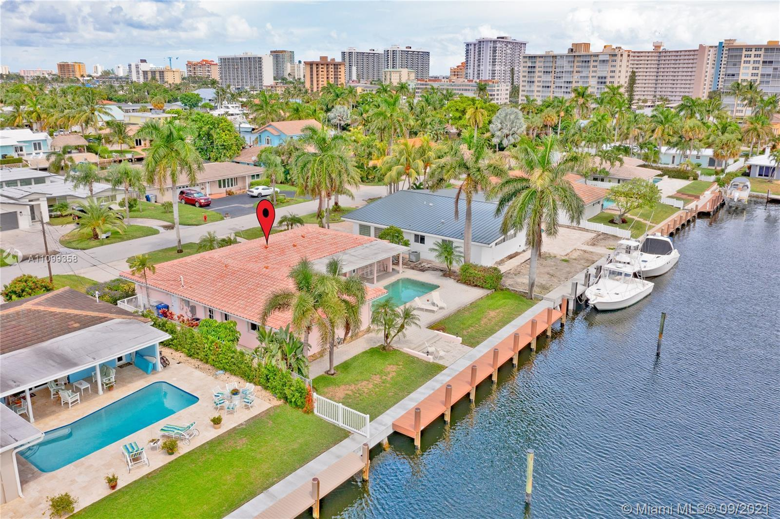 Boater's paradise, NO FIXED BRIDGES, 80 feet of water frontage in Harbor Village. Brand new dock, ba