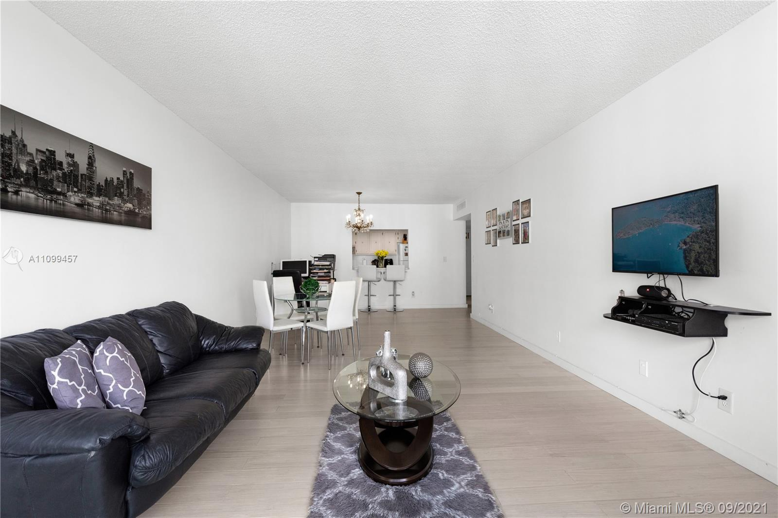 Beautiful and large 1 bedroom on amazing location! walking distance from the beach, close to many sh