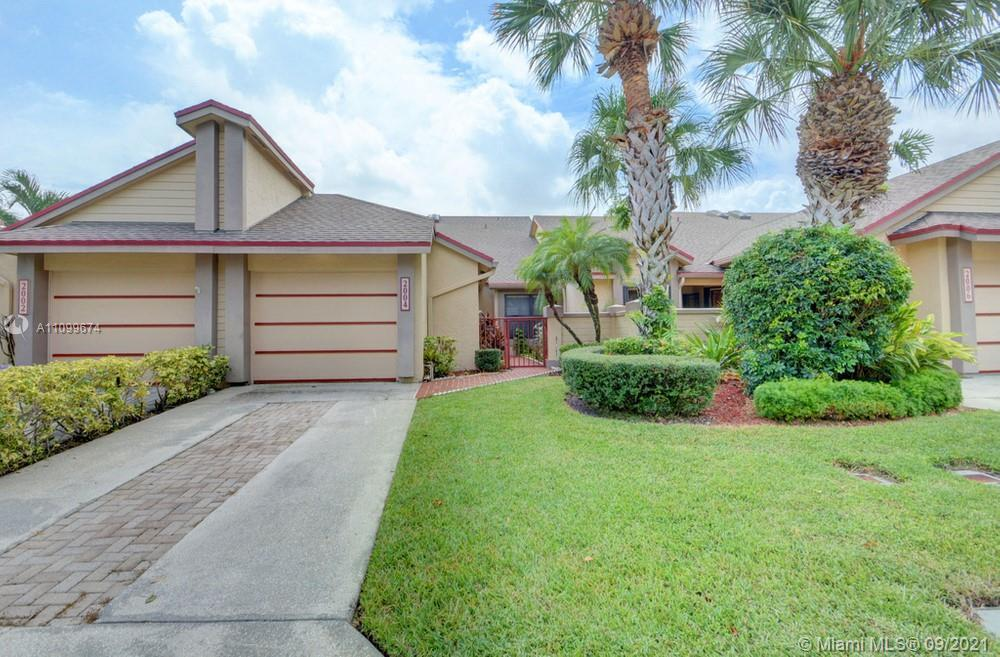 Lovely 3 bedroom, 2.5 bathroom townhome in West Palm Beach! This perfect starter home or investment