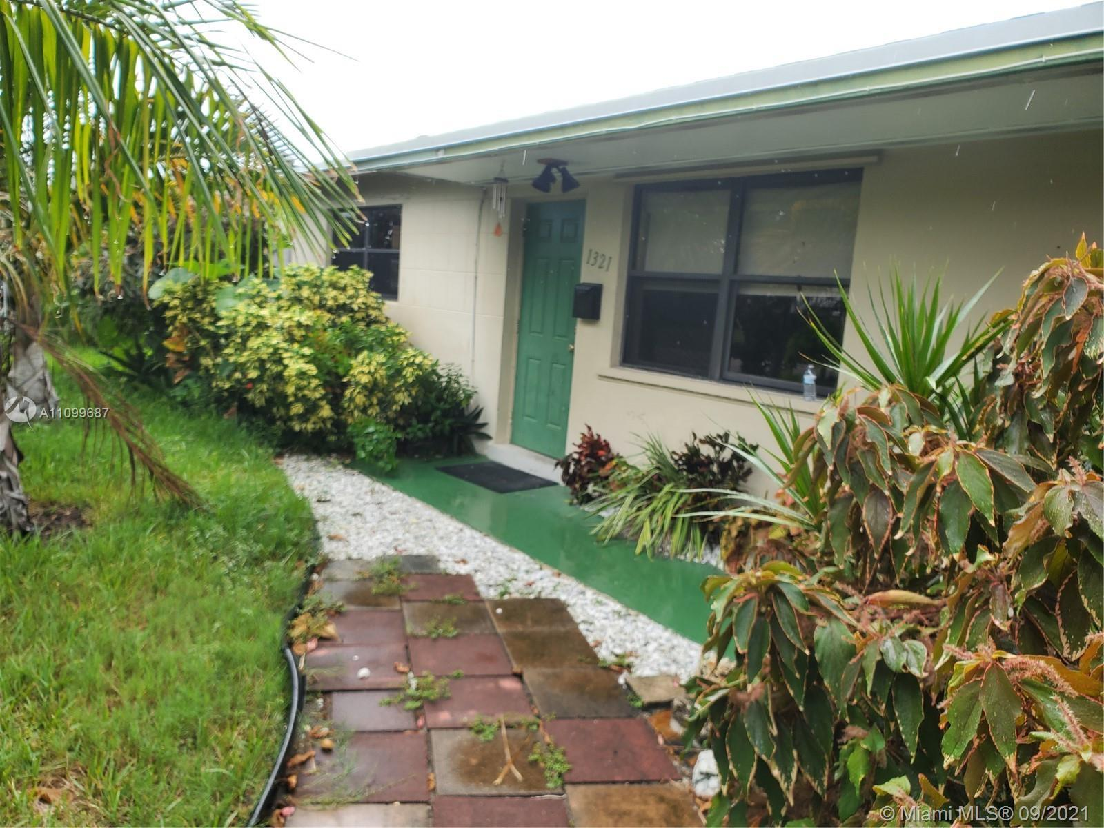 Spacious split bedroom plan home offers plenty of space for the family. This home offers a living ro