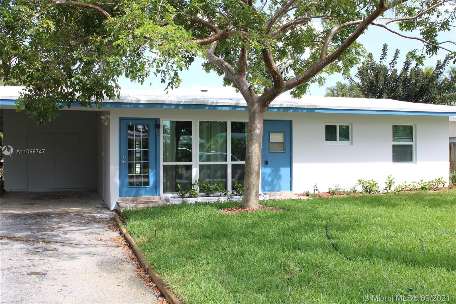Great Home in Lauderdale Isles with 48ft of Canal front to park your dream boat, The canal already h
