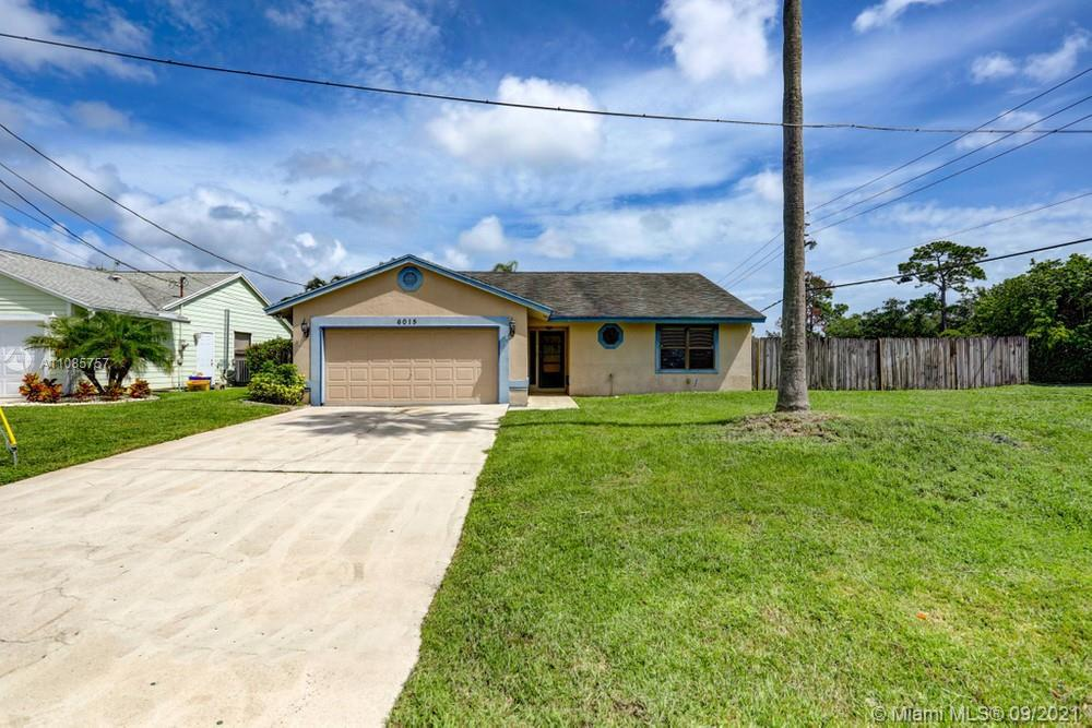 Lovely 3 bedroom, 2 bathroom single family home in Jupiter! This perfect starter home or investment