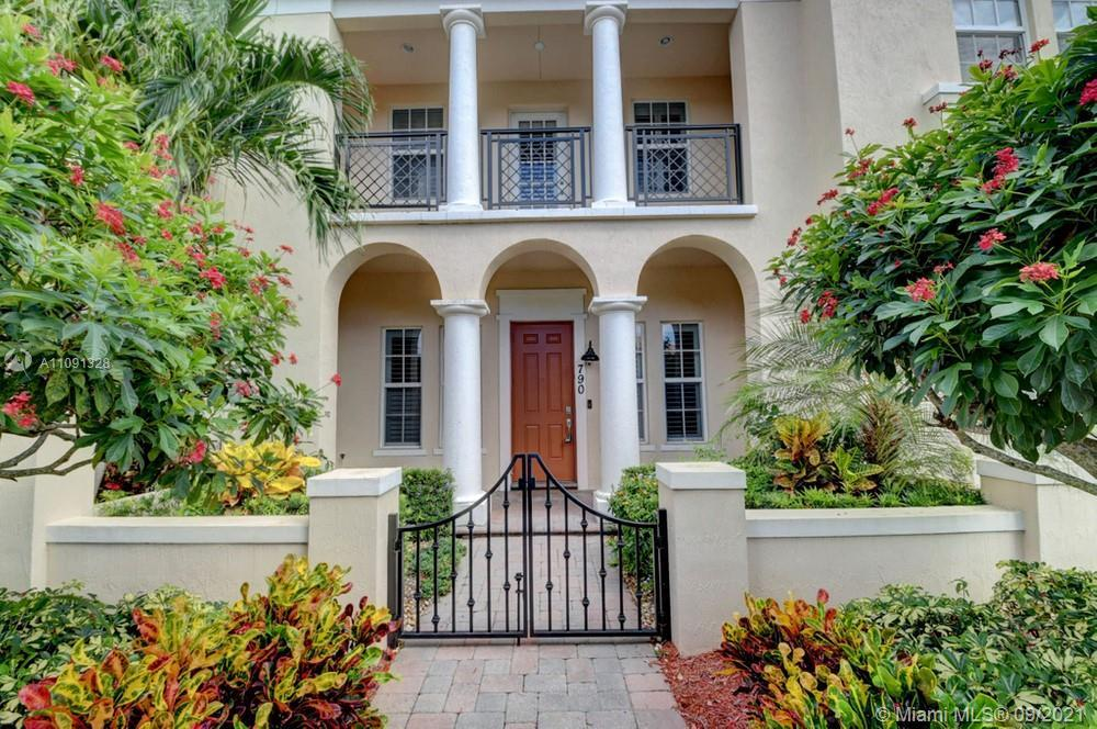 Lovely 2 bedroom, 2.5 bathroom townhome in Boca Raton! This perfect starter home or investment oppor