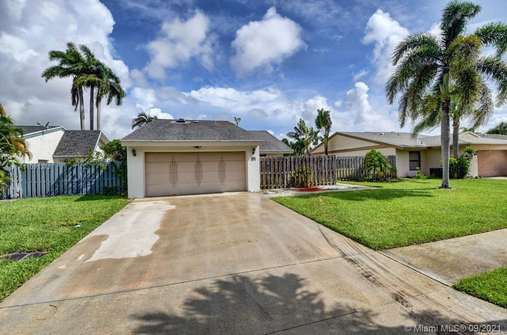 Lovely 2 bedroom, 2 bathroom single family home in Boynton Beach! This perfect starter home or inves