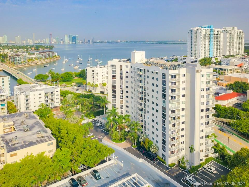 Spacious and bright corner 2 bedroom/ 2 bathroom (1,070 sq. ft.) unit with floor to ceiling windows