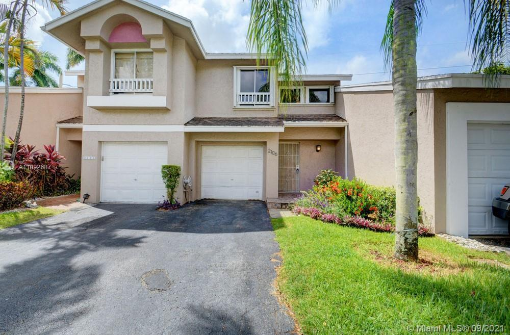 Lovely 2 bedroom, 2 bathroom townhome in Deerfield Beach! This perfect starter home or investment op
