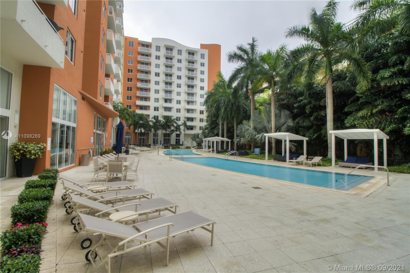 Great location!  Unit in the heart of the desirable city of Aventura. Spacious floorplan with 2 Beds