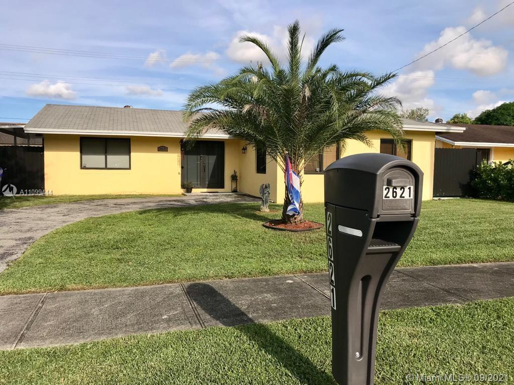 Welcome Home!!! Gorgeous 4/3 Single Family home Located in a Quiet Cul-de- Sac. This Freshly Painted