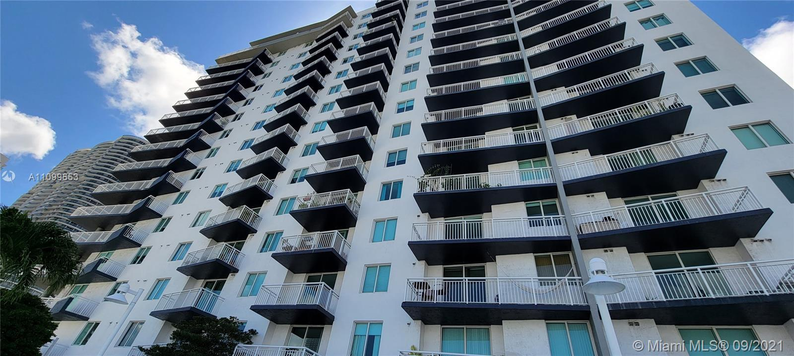 Don't miss the opportunity to buy this spectacular 3/ 2 with almost 1,400 sqf. Condo. Three bedroom
